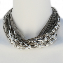 Collier fantaisie en lin et perles blanches Rafaelle