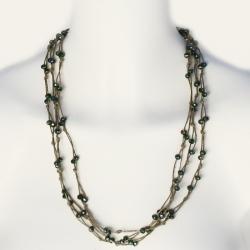 Collier sautoir en fil de lin brun et en perles émeraudes Elena