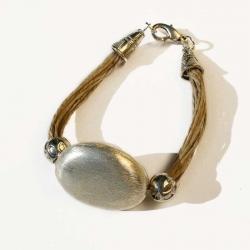 Bracelet en lin bijou ethnique d'un créateur de bijoux artisanaux