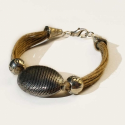 Bijou en lin artisanal et bracelet ethnique