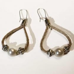 Boucles d'oreilles boho chic d'un créateur de bijoux naturels en lin