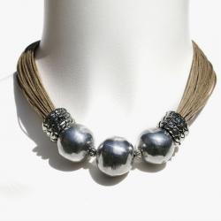 Collier ethno-chic en lin avec perles