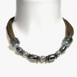 Collier chic et naturel en lin et perles